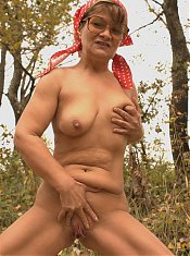 Naughty granny Anna Mary showing off her naked body and enjoying it while a guy ate out her muff live