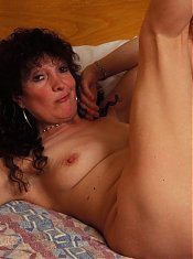 Horny mature slut showing her tasty body